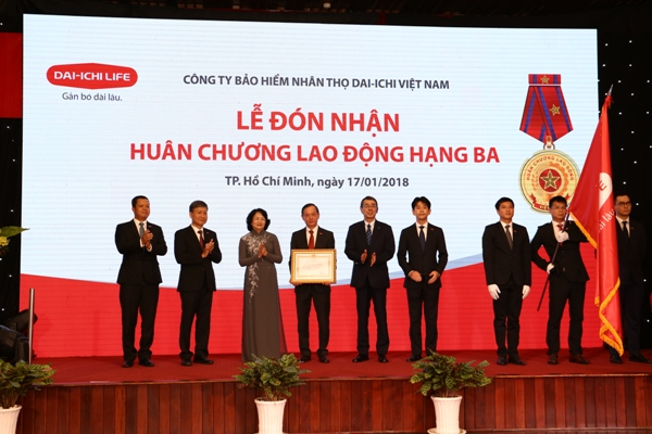 Dai-ichi Life Vietnam honourably receives the Third Class Labour Medal Award